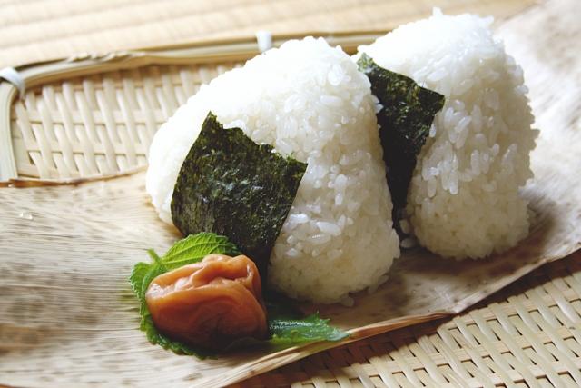玄米おにぎりダイエットを実践し3キロ減。成功要因は便秘解消